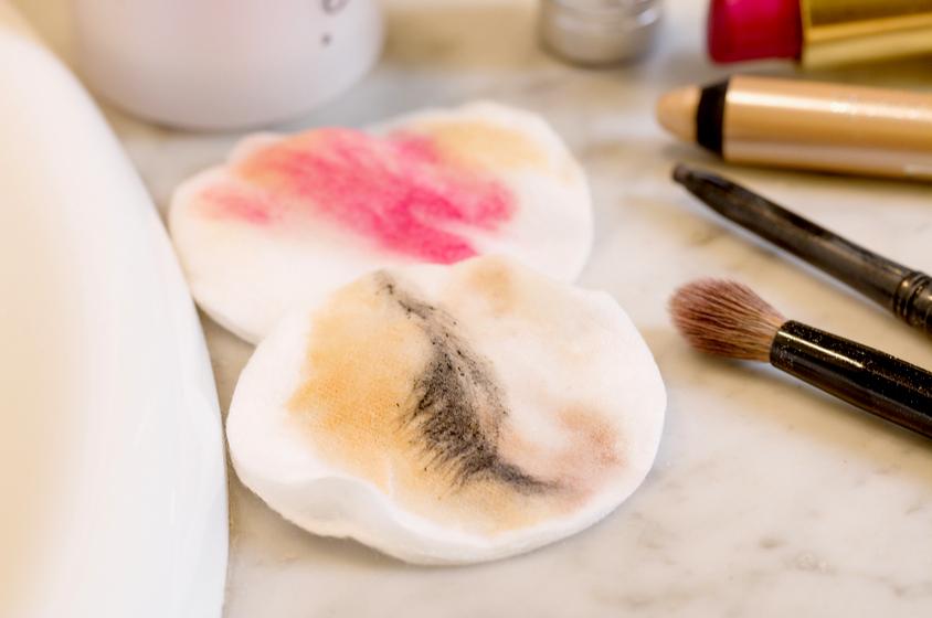come rimuovere il  makeup waterproof